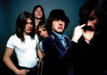 AC/DC - Rock 'N' Roll Damnation